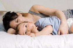 Baby, 9 Monate, schläft.