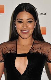 Gina Rodriguez: Ultraglatte Haare & Mittelscheitel
