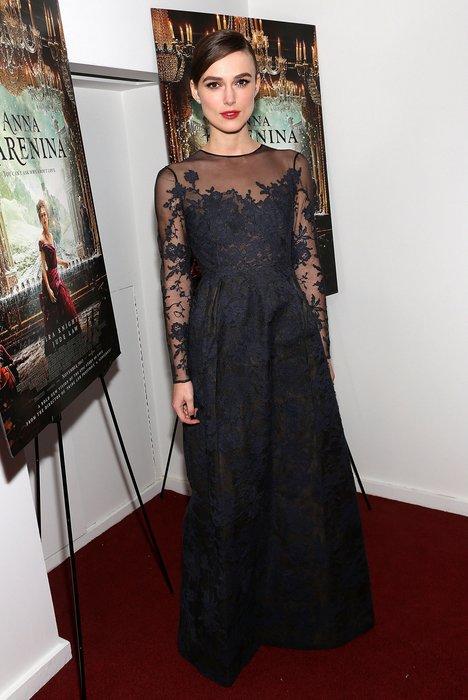 Keira Knightley in einer bodenlangen Spitzenrobe