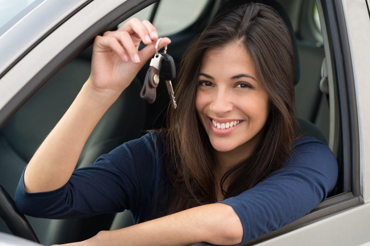 Frau Autoschlüssel