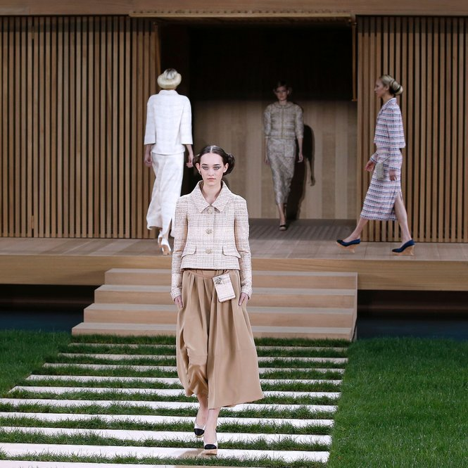 A model presents a creation for Chanel during the 2016 spring/summer Haute Couture collection on January 26, 2016 in Paris. AFP PHOTO / PATRICK KOVARIK / AFP / PATRICK KOVARIK        (Photo credit should read PATRICK KOVARIK/AFP/Getty Images)