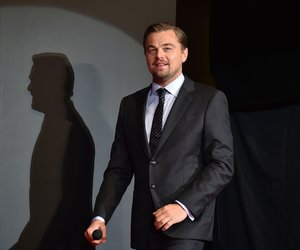 """US actor Leonardo DiCaprio arrives for the Japanese premier for his new movie """"The Revenant"""" in Tokyo on March 23, 2016. The film will open in Japan on April 22. / AFP / KAZUHIRO NOGI (Photo credit should read KAZUHIRO NOGI/AFP/Getty Images)"""