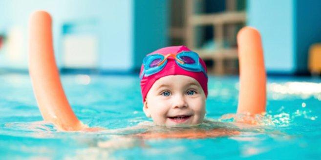 Schwimmen lernen kann richtig viel Spaß machen.
