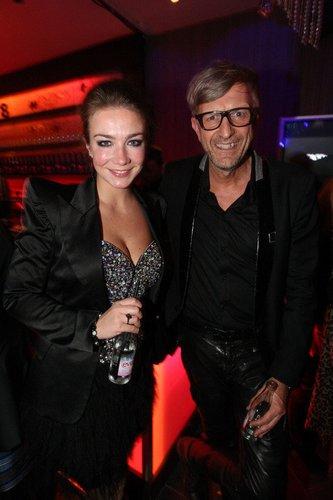 Anna-Katharina Samsel besucht die Fashion Meets Love Party.