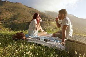 Denkbar ist auch, dass nicht das Trinken, sondern das Trinken begleitende nette Freizeitaktivitäten der entscheidende Faktor sind.