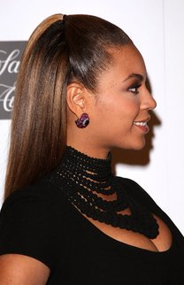 Beyonce Knowles trägt den Sleek Look