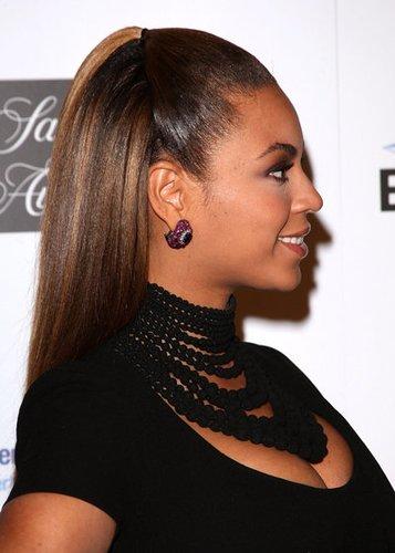 Beyonce Knowles trägt den Sleek Look