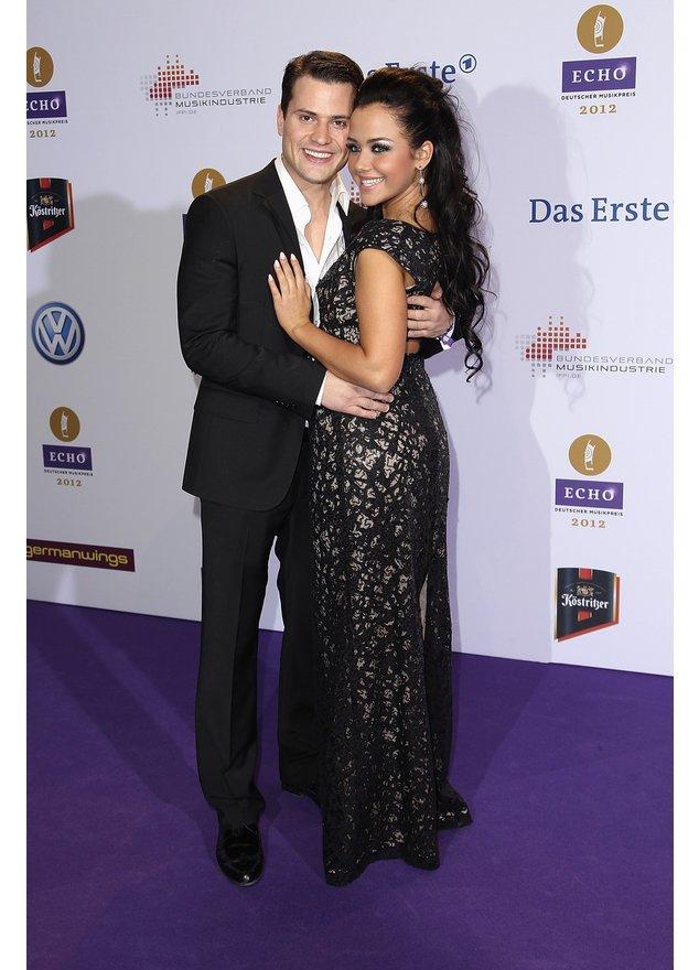 Rocco Stark und Kim Debkoskwi auf dem roten Teppich