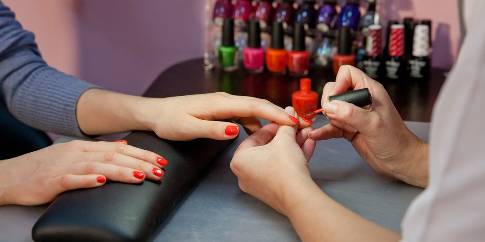 the hands of the manicurist and the client