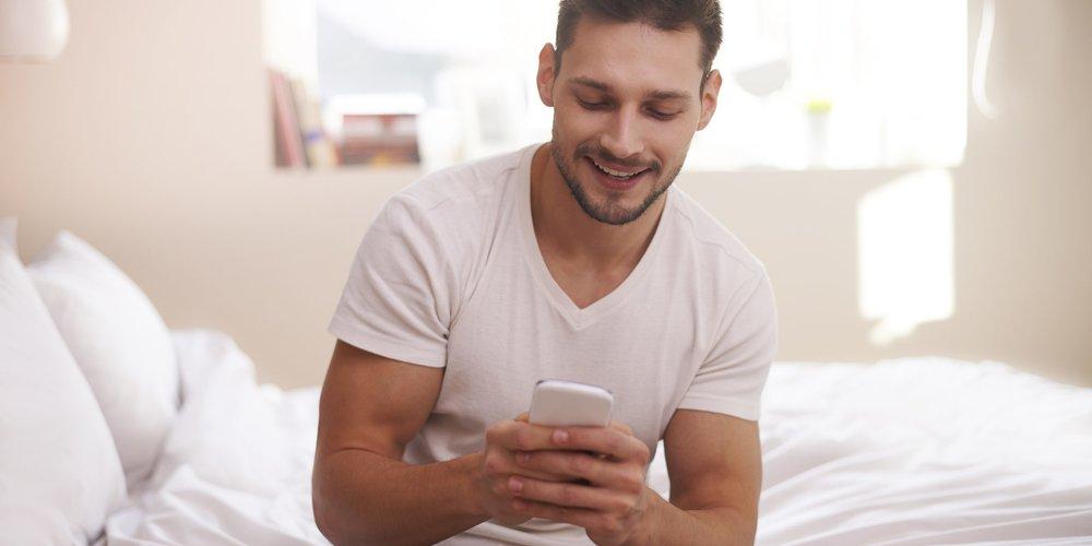 So eine süße Geste! Lass dich von den 12 Guten-Morgen-SMS bzw. -WhatsApp-Nachrichten inspirieren, um ihm (und dir) den Tag zu versüßen.