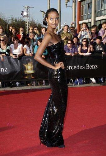 Lady in Black: Sara Nuru