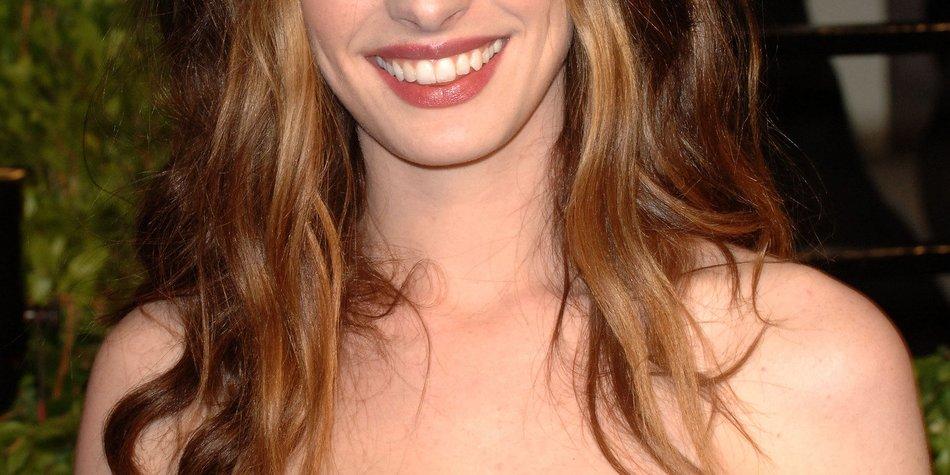 Anne Hathaway rappt im TV
