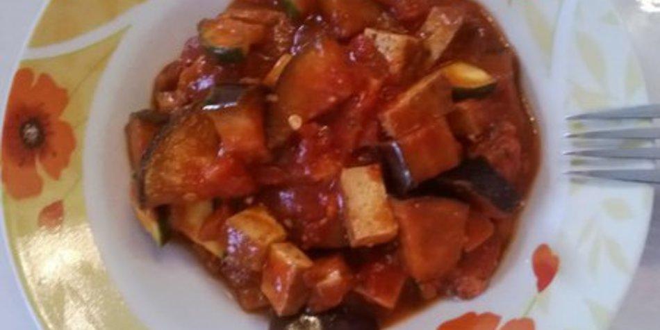 Auberginen-Zucchini-Tofu-Topf