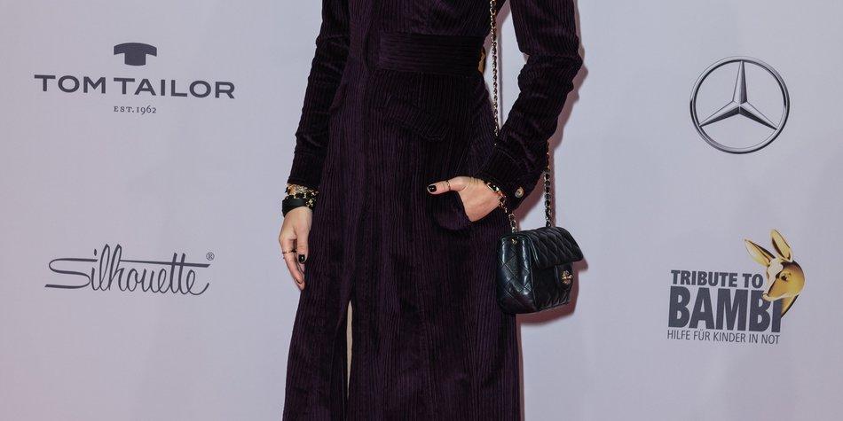 Bonnie Strange perfektioniert den Goth-Look