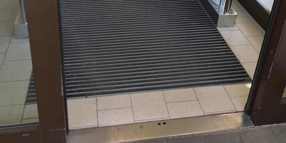 Teppich im Eingang einer Aldi-Filiale