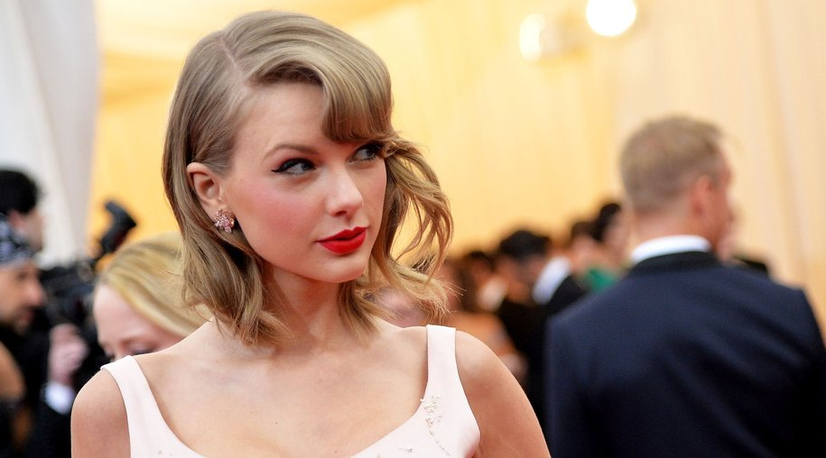"NEW YORK, NY - MAY 05: Musician Taylor Swift attends the ""Charles James: Beyond Fashion"" Costume Institute Gala at the Metropolitan Museum of Art on May 5, 2014 in New York City. (Photo by Mike Coppola/Getty Images)"