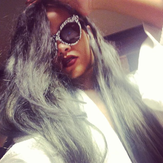 Rihanna trägt jetzt Grau