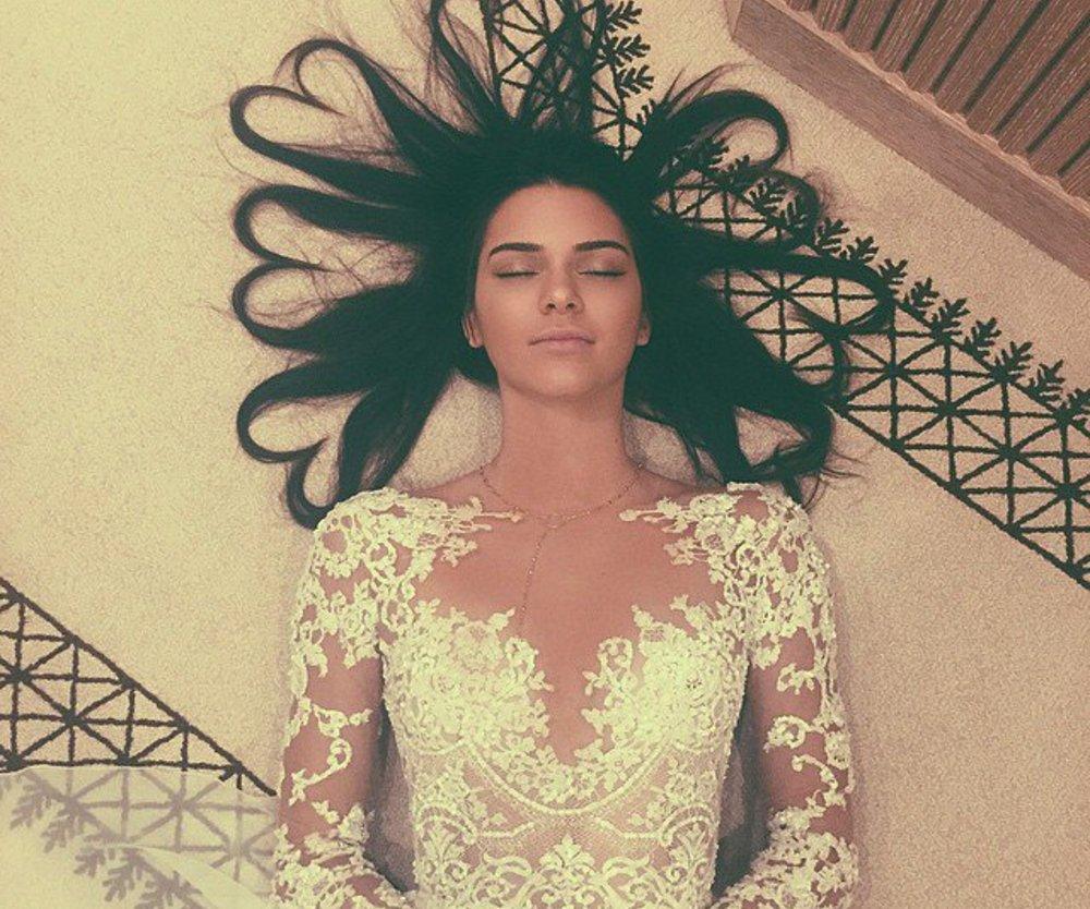 Kendall Jenner schlägt Kim Kardashian