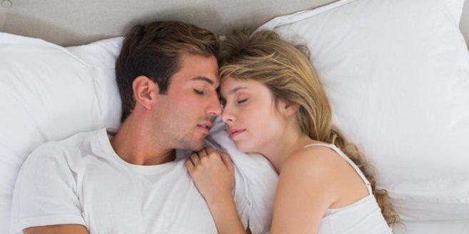 NER: Paar im Bett
