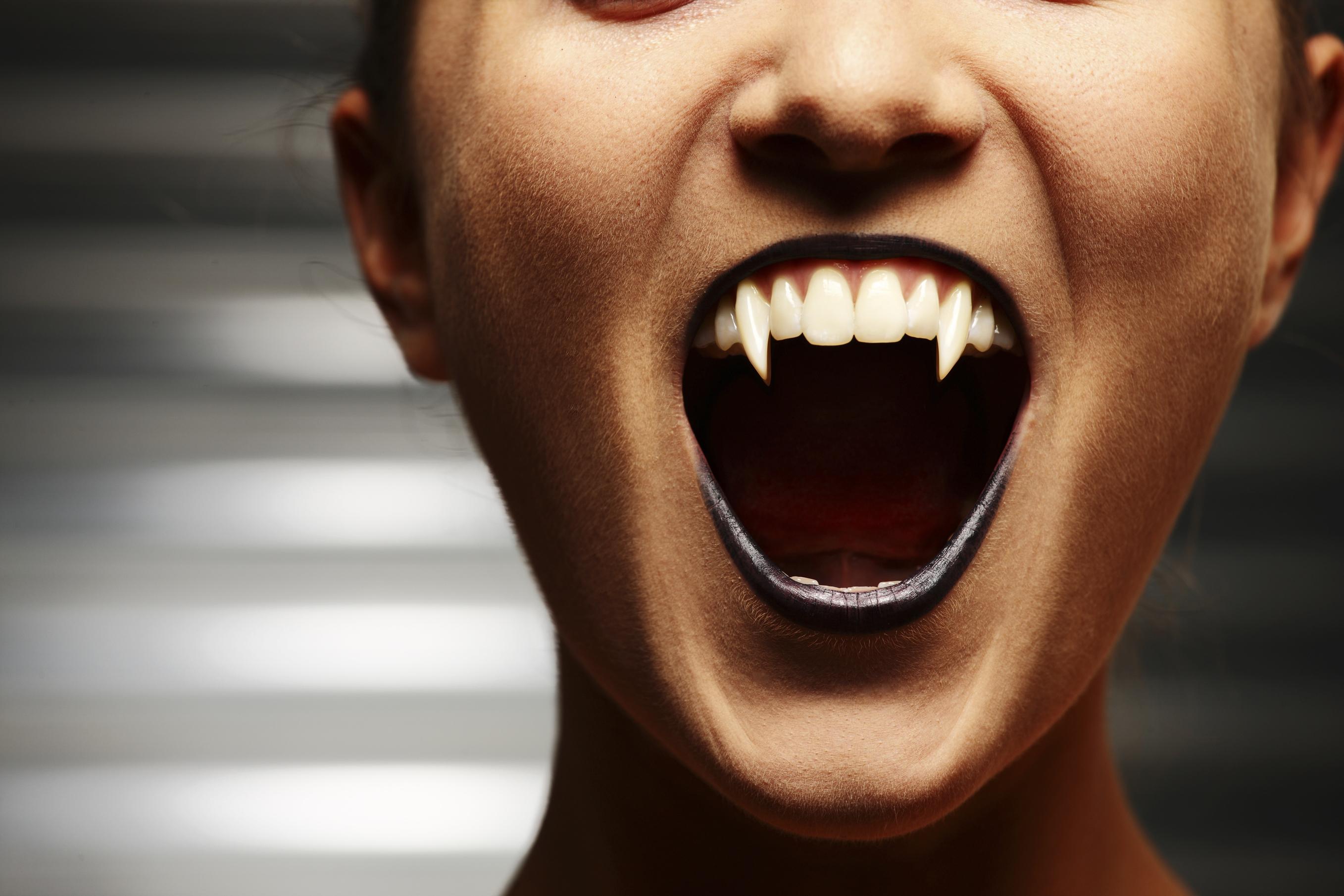 Anleitung Vampirzähne Ganz Einfach Selbst Machen Desiredde