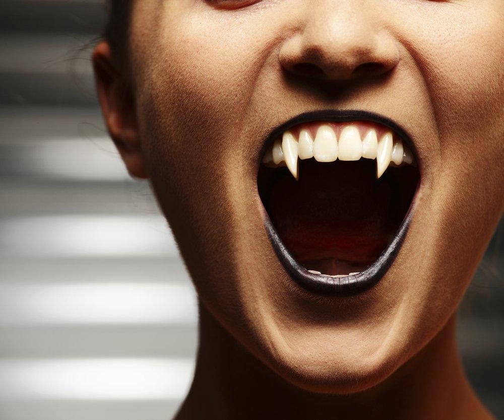Vampirzähne selber machen