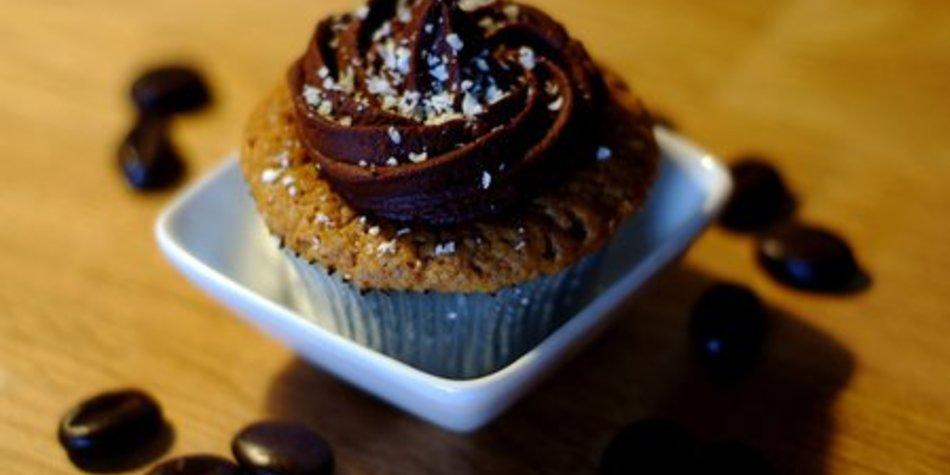 Amarettini Cupcakes mit VERPOORTEN ORIGINAL Eierlikör-Schuss