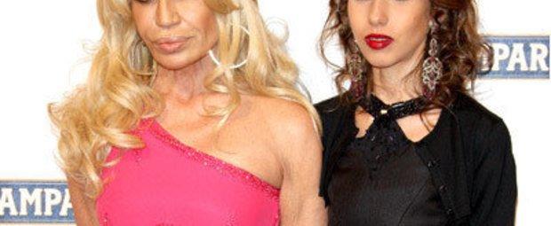 Donatella und Allegra Versace sin Erben des Modeimperiums Versace