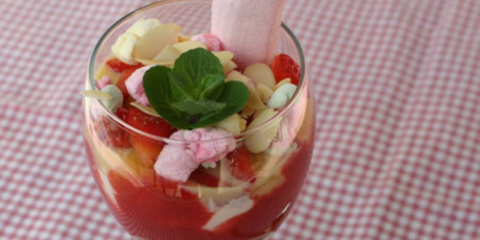 Erdbeer-Mango Dessert mit Verpoorten und Marshmallows