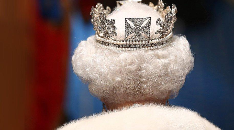 Ein Buchmacher vermutet, dass Königin Elizabeth II. dem Thron 2014 den Rücken kehrt.