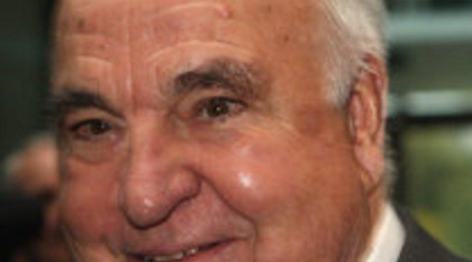 Helmut Kohl erhält den Millennium-Bambi