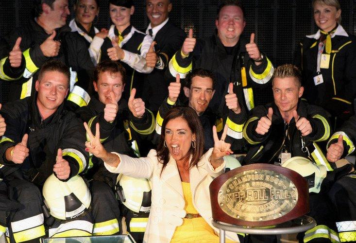 Jana Ina Zarrella hat bei 'Das Grosse Kipp Roll Fall Spektakel' 2009 in Köln Spaß.