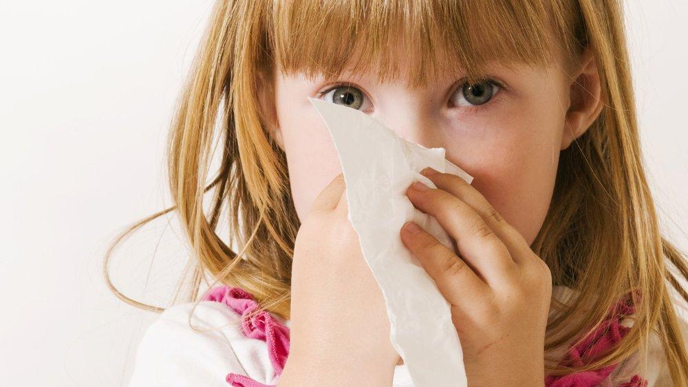 Mädchen mit Taschentuch