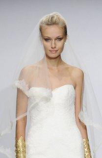 Brautfrisur mit überlangem Schleier
