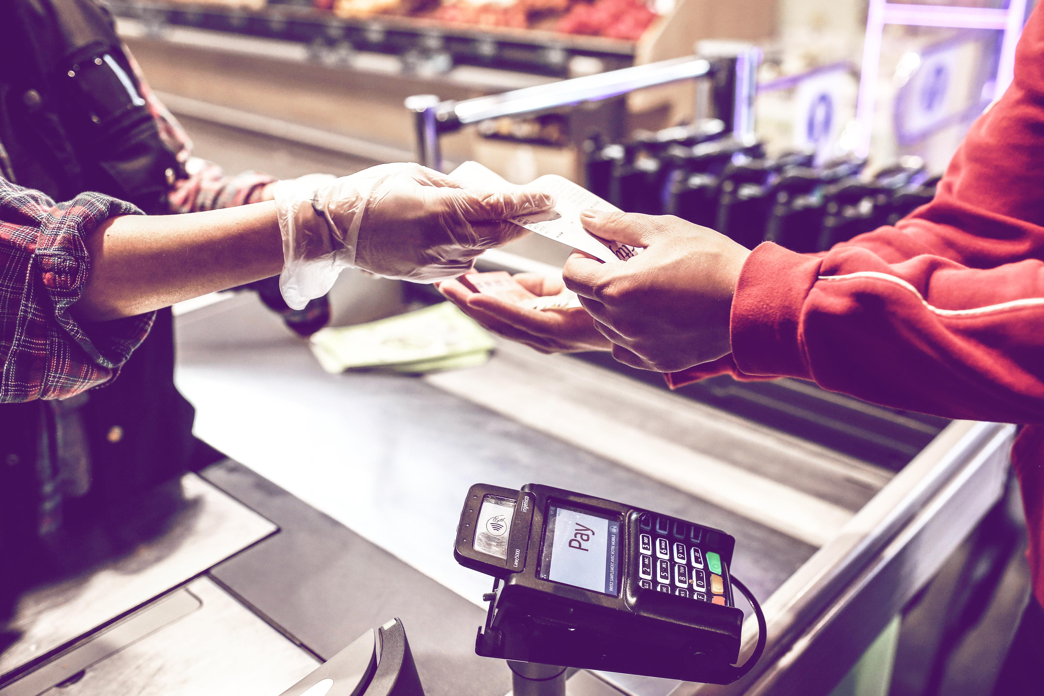 Supermarkt-Mitarbeiter warnen Kunden vor Hygiene-Fehler   desired.de