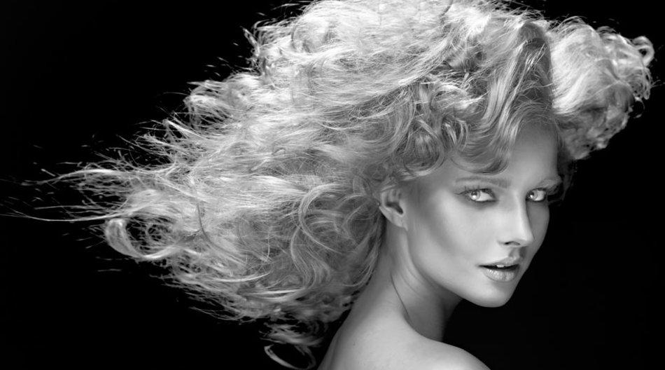 Wunderöle verzaubern geschädigtes Haar und bringen es zum Glänzen.