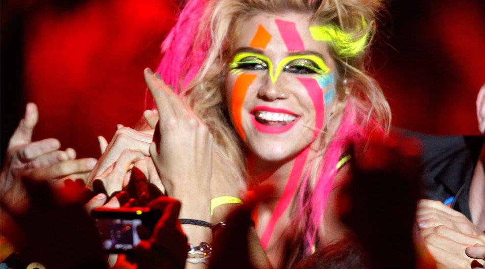 Ke$ha in Neon