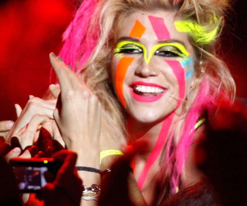 Ke$ha in Neon