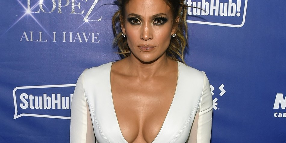 """LAS VEGAS, NV - JANUARY 21: Singer/actress Jennifer Lopez attends the after party for her residency """"JENNIFER LOPEZ: ALL I HAVE"""" and the grand opening of Mr. Chow at Caesars Palace on January 21, 2016 in Las Vegas, Nevada. (Photo by Ethan Miller/Getty Images)"""