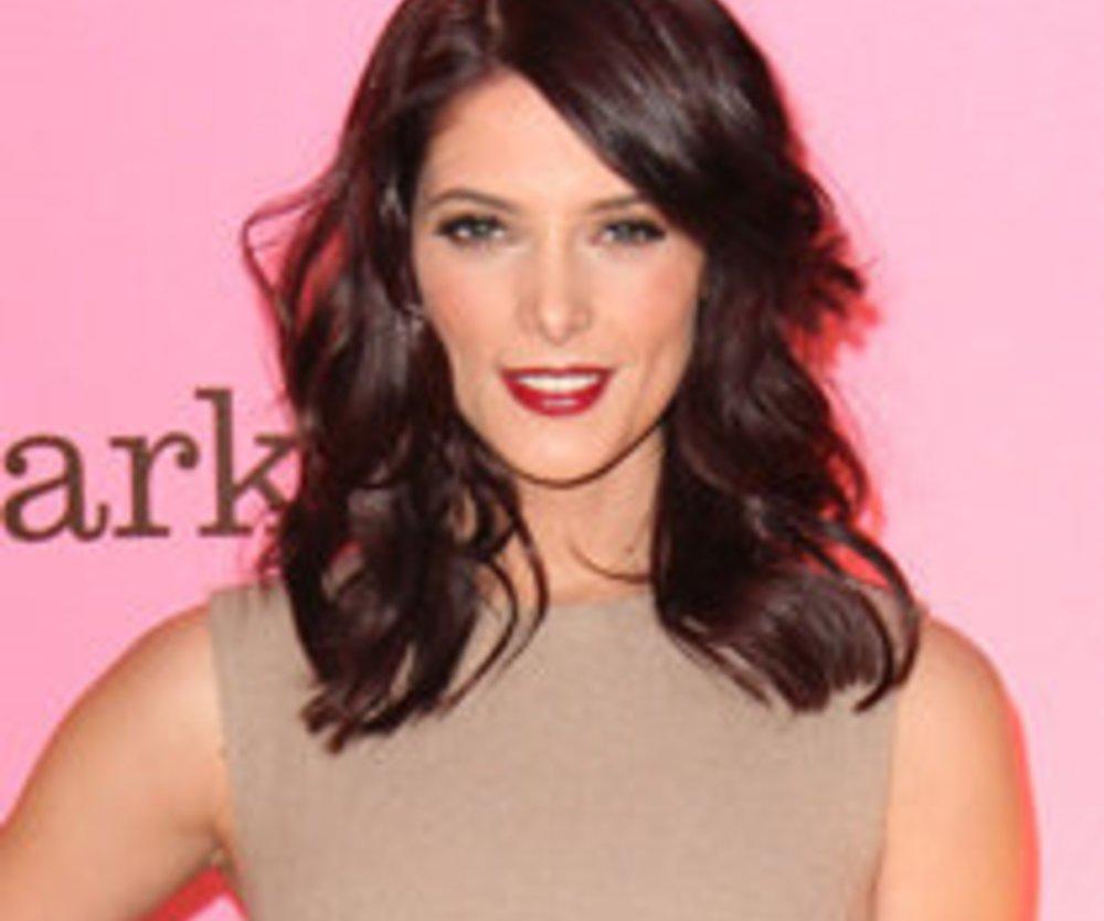 Twilight-Schönheit Ashley Greene moderiert Modeshow