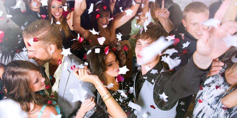 33 Lustige Aufgaben Für Deine Party Desired De