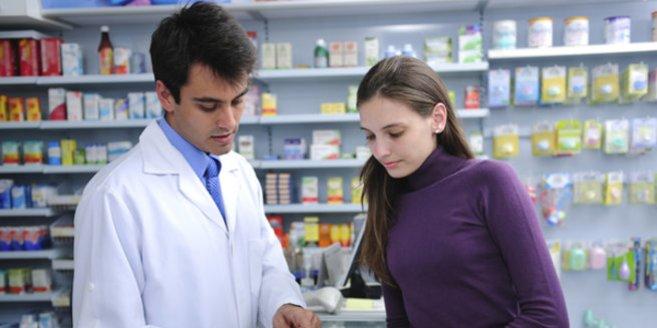 Bromocriptin: Frau in der Apotheke.