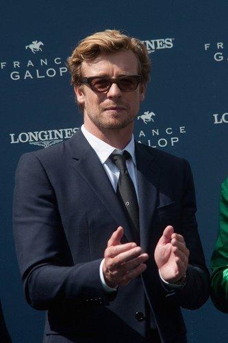 The Mentalist-Darsteller Simon Baker mit Sonnenbrille.