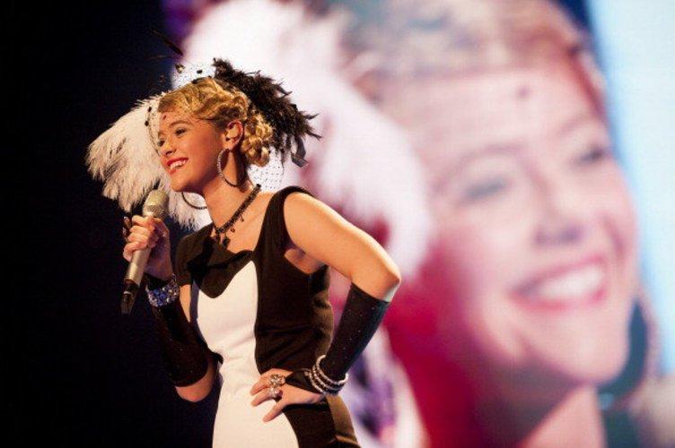 Fabienne Rothe 2012 in einem Charleston-Look