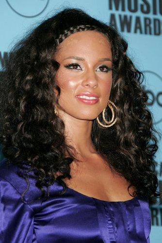 Alicia Keys: Wilde Locken mit geflochtenem Zopf