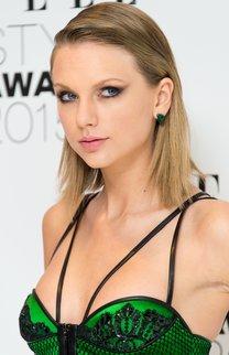 Taylor Swift: Sleek Look