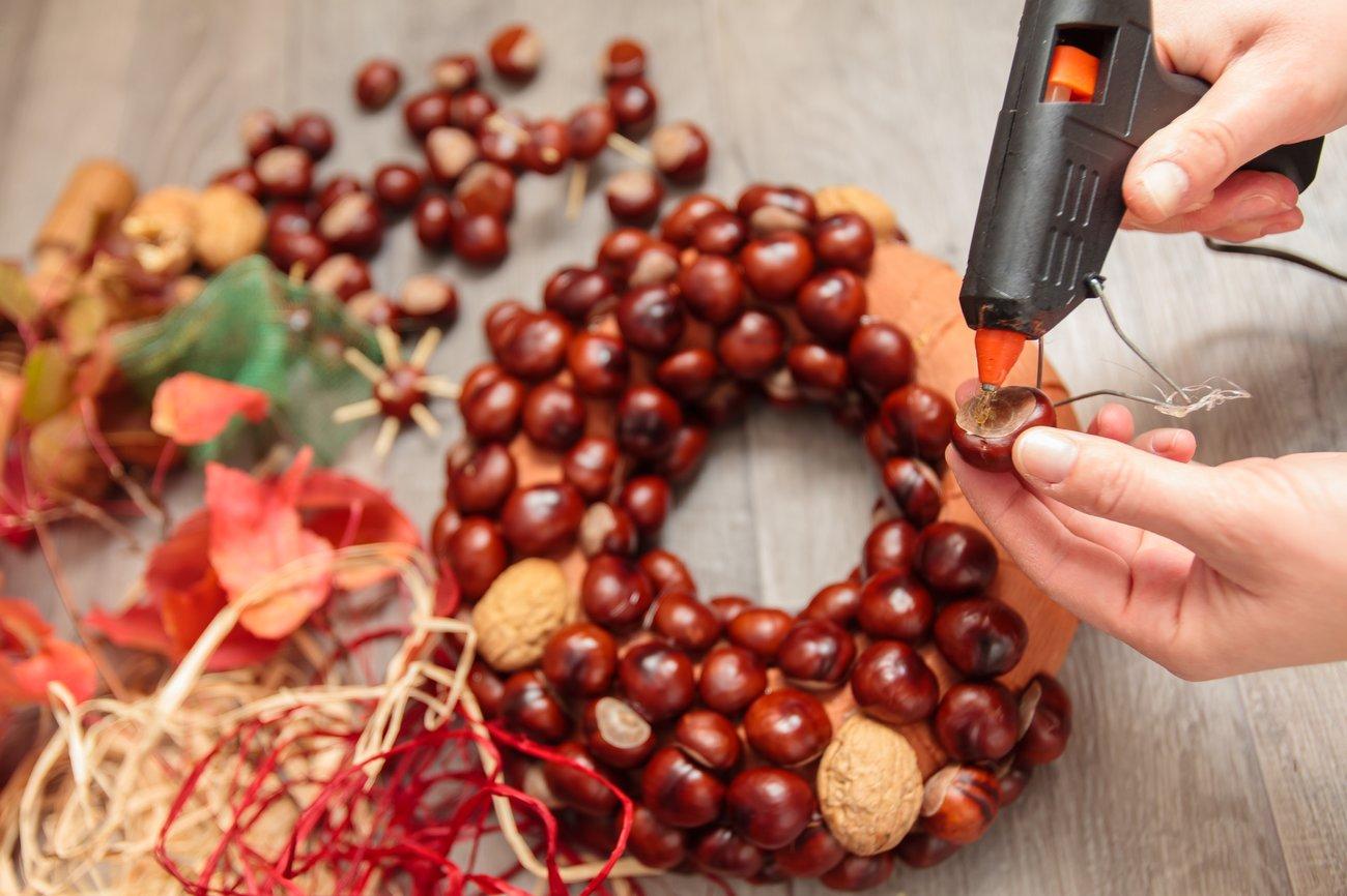 Herbstdeko Ideen selber machen Kastanienkranz