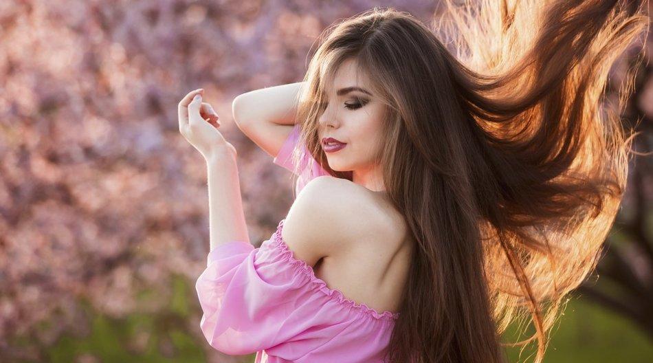 Glatte Haare ohne Hitze