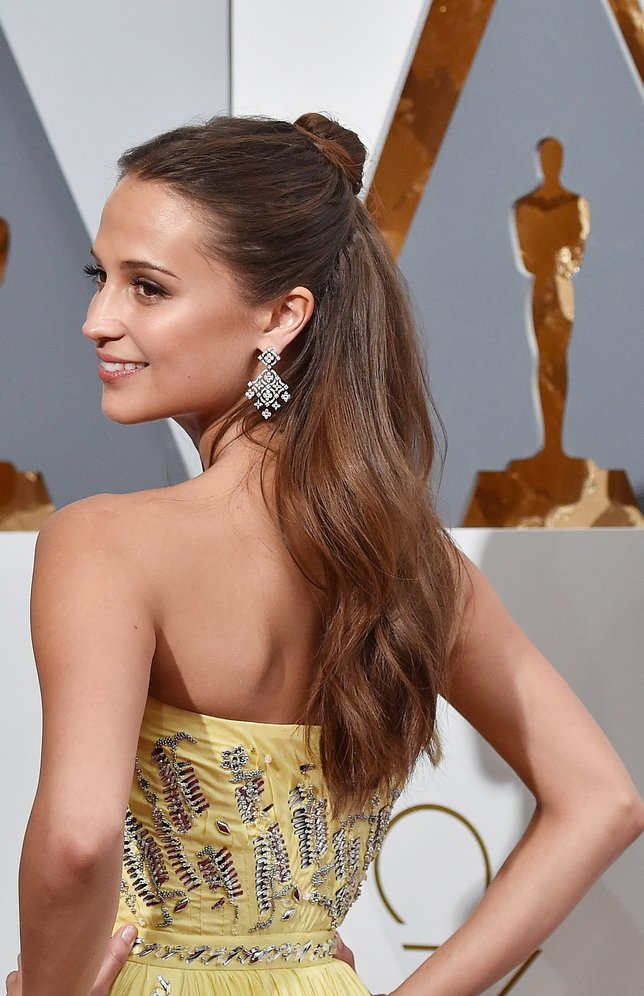 HOLLYWOOD, CA - FEBRUARY 28: Actress Alicia Vikander attends the 88th Annual Academy Awards at Hollywood & Highland Center on February 28, 2016 in Hollywood, California. (Photo by Kevork Djansezian/Getty Images)
