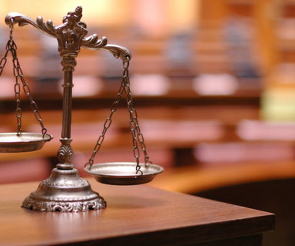Mutter vor Gericht
