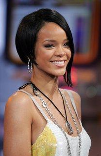 Rihanna: Asymmetrischer Bob in Schwarz